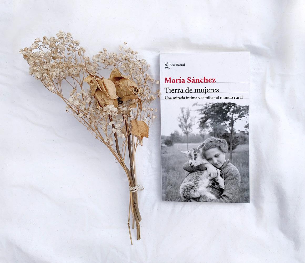 Reseña: Tierra de mujeres. María Sánchez